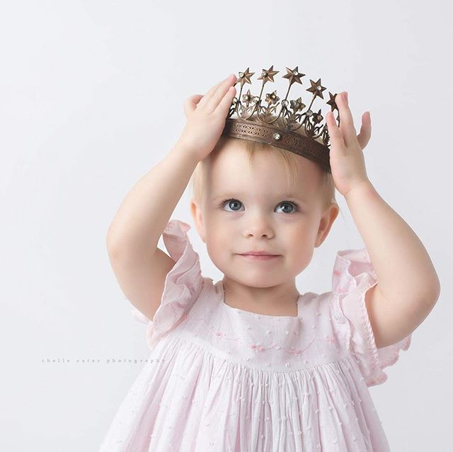 Wear your crown proudly sweet Princess! #princess #twoyearsold #chellecatesphotography #dallas #dallasgirl #sassy #blueeyes #dallaschildrensphotographer #dallasphotographer