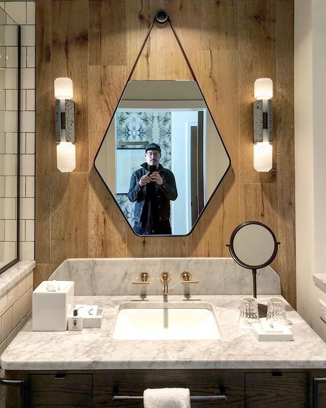 The Thompson Hotel Nashville pays tribute to its musical roots w incredible custom made lights that reference vintage audio components. #interiordesign #lighting #hoteldesign