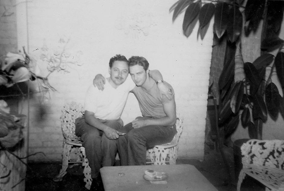 fuckyeahbrando :        Tennessee Williams & Marlon Brando (1948)