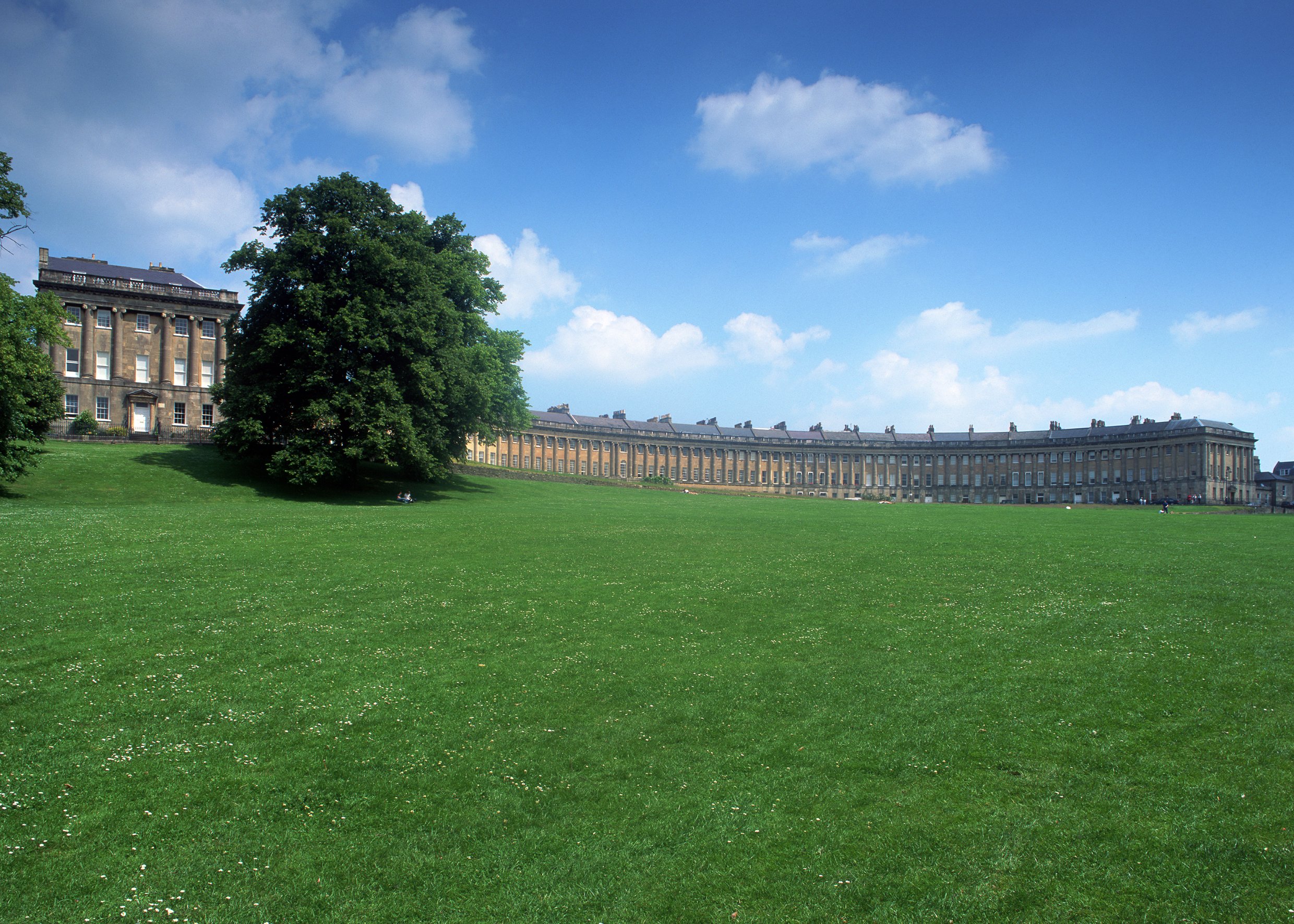 Royal_Crescent_Summer.jpg