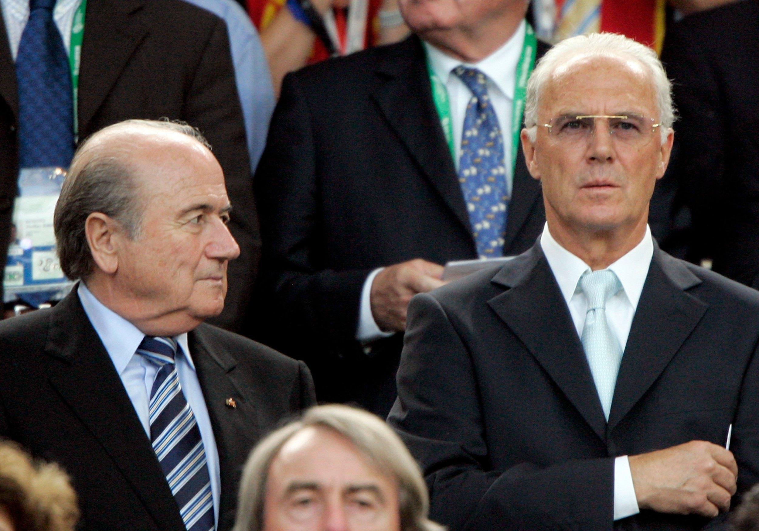 Sepp Blatter med Franz Beckenbauer til VM i 2006. Men hvordan fik Tyskland værtsskabet? Foto: Getty Images/Cristoph Koepsel.