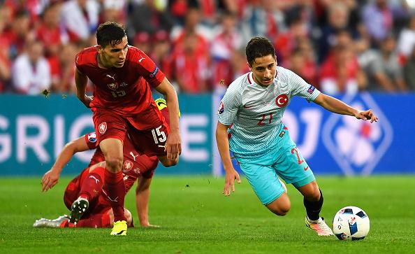 Det her lave tyngdepunkt kommer vi ikke til at se i Superligaen foreløbig igen. Emre Mor valgte Tyrkiet og er nu i Tyskland. Foto: Getty/MikeHewitt