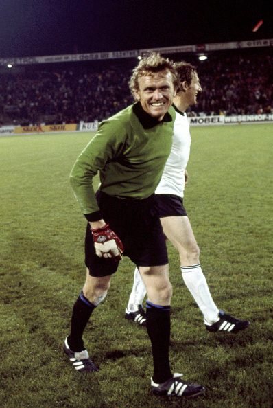 Vesttyskland besejrede Jugoslavien i EMs semifinale. Her til stor tilfredshed for målmand Sepp Maier. Foto: Getty Images/Icon Sport
