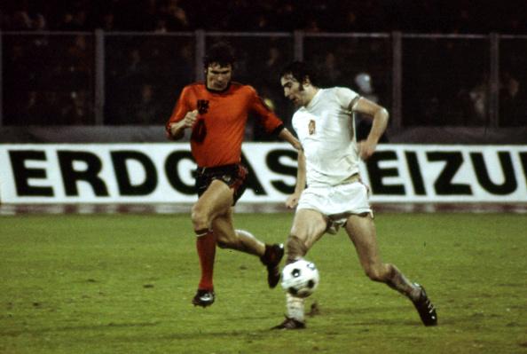 Anton Ondrus (th) får en afgørende rolle i semifinalen mod Holland. Foto: Getty Images/Icon Sport.