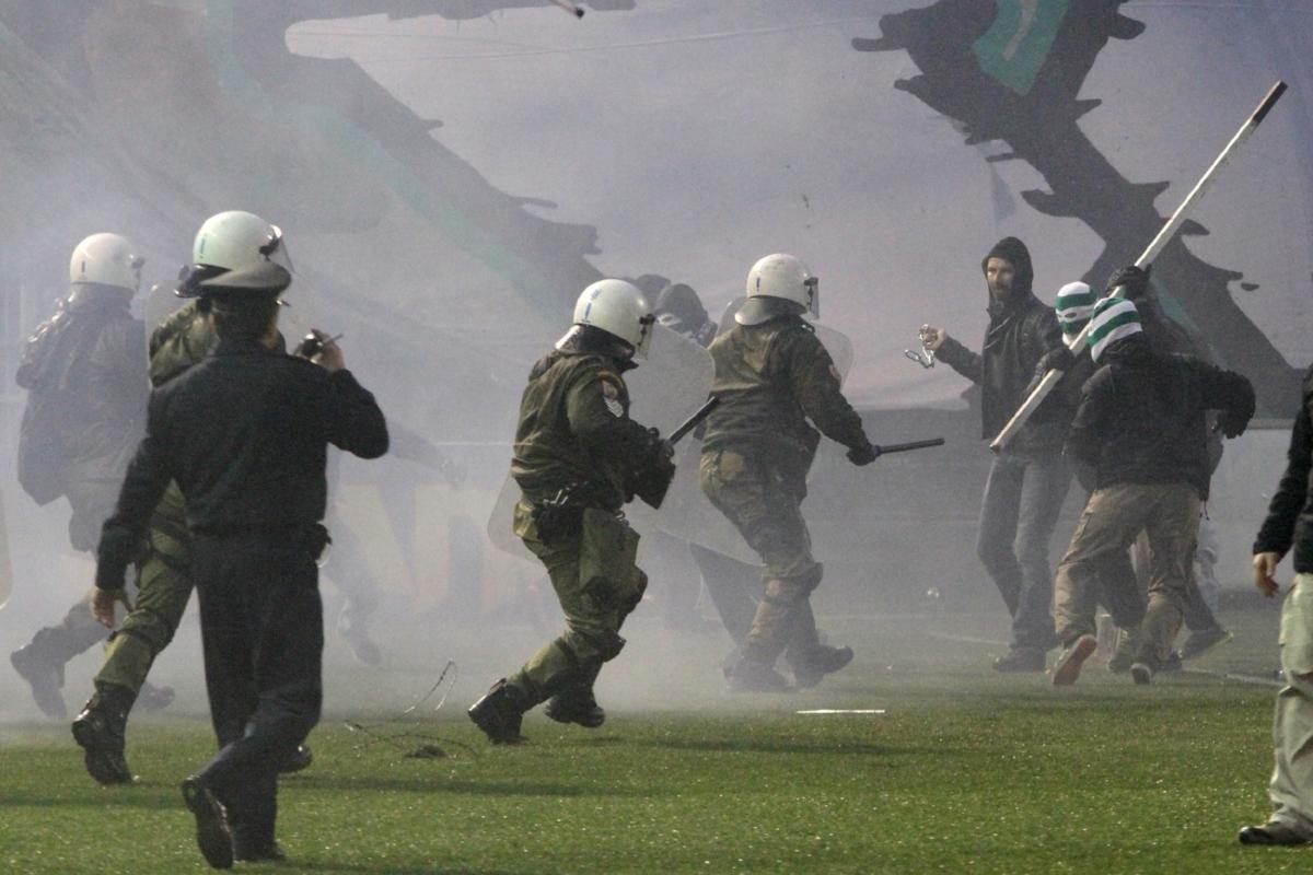Dte kommer ofte til uroligheder, når Panathinaikos spiller - her fra et opgør mod lokalrivalerne fra Olympiakos.  Foto: Getty Images