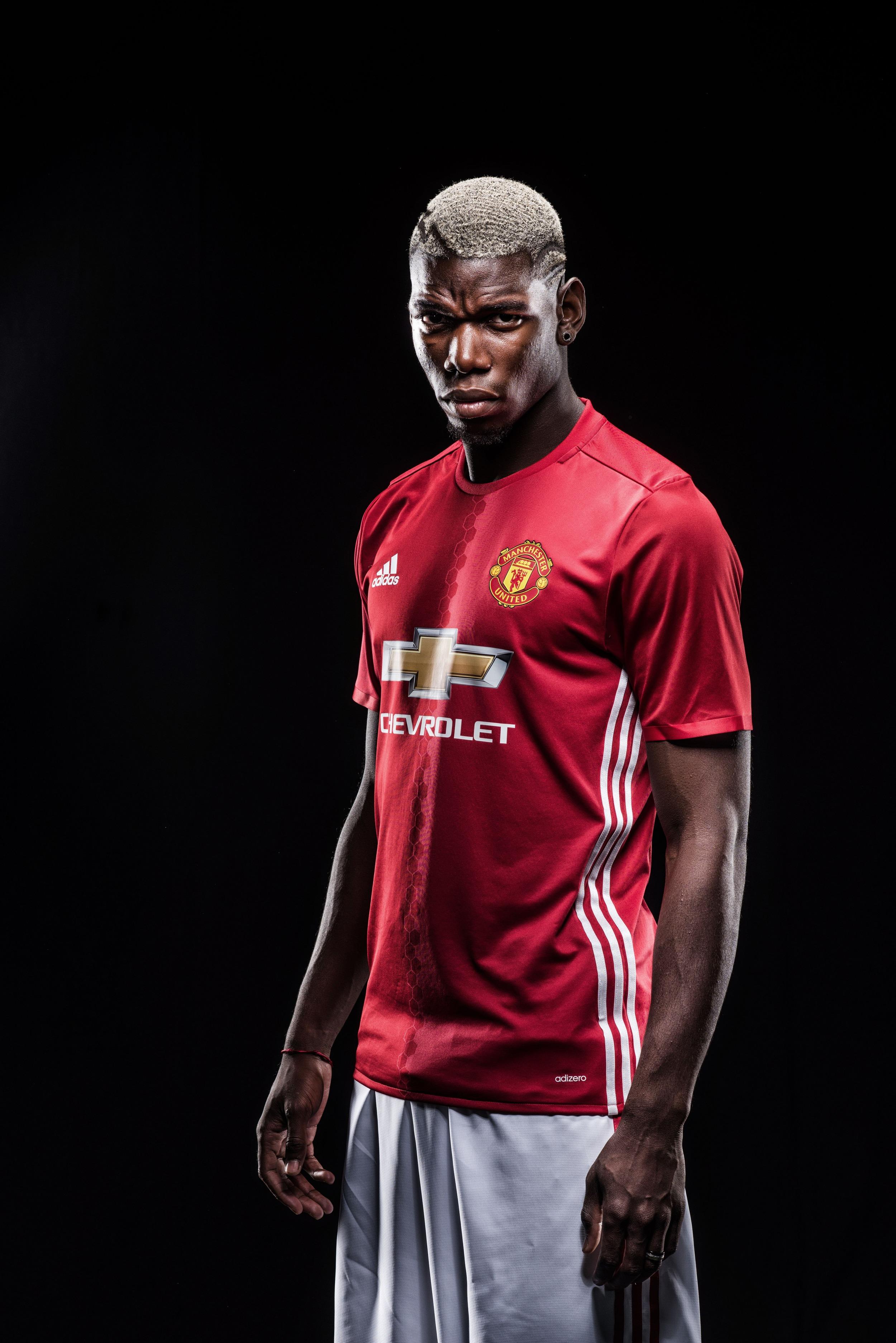 Billeder som disse fra Manchester Uniteds egne optagelser er en del af iscenesættelsen og ikoniseringen af Paul Pogba. Foto: Getty Images/Manchester United