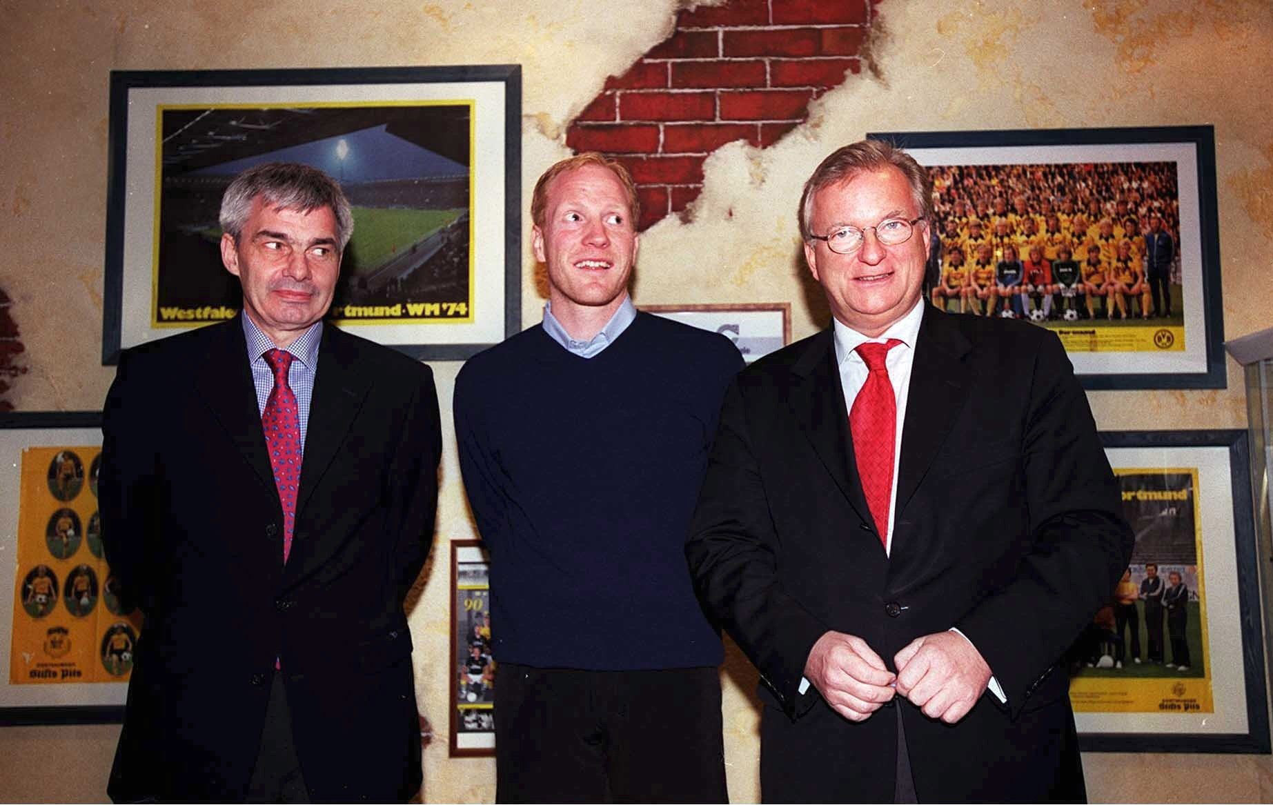 Matthias Sammer mellem Michael Meier og Gerd Niebaum. Foto: Getty Images/Christof Koepsel