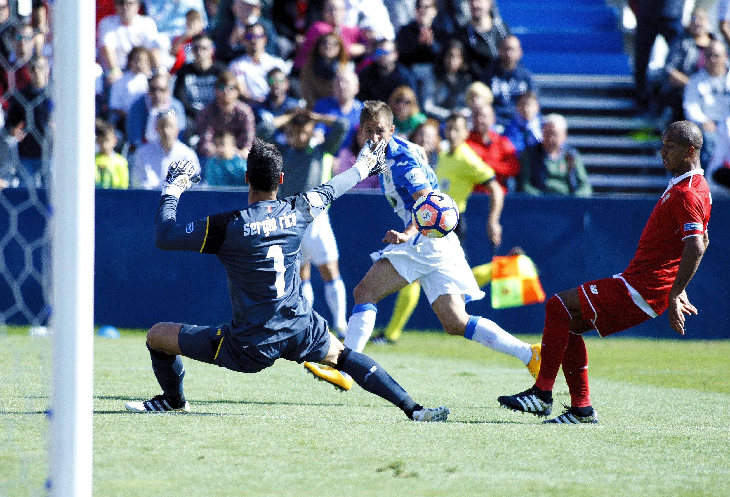 Alexander Szymanowski scorer for Leganés mod Sevilla i weekendens hjemmekamp, der endte 3-2 til gæsterne.   Foto: Getty Images
