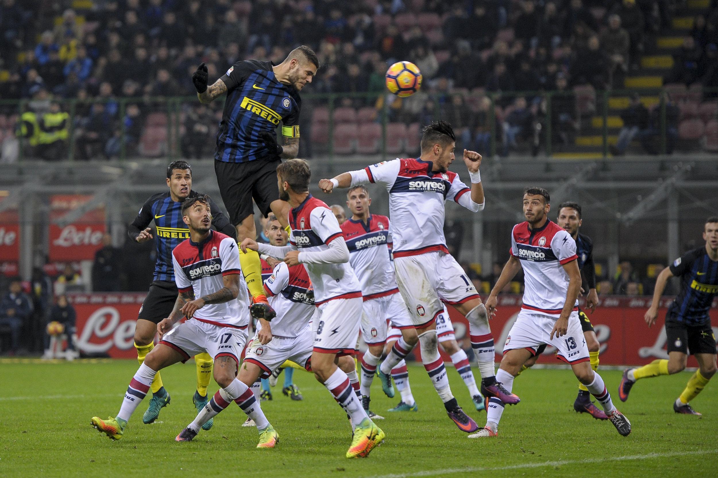Mauro Icardi scorer mål, men han har gjort sig voldsomt upopulær i byen med sin biografi.   Foto: Getty Images