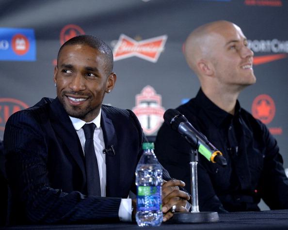 Jermain Defoe og Michael Bradley præsenteres på et pressemøde. Foto: Getty Images/Jag Gundu.