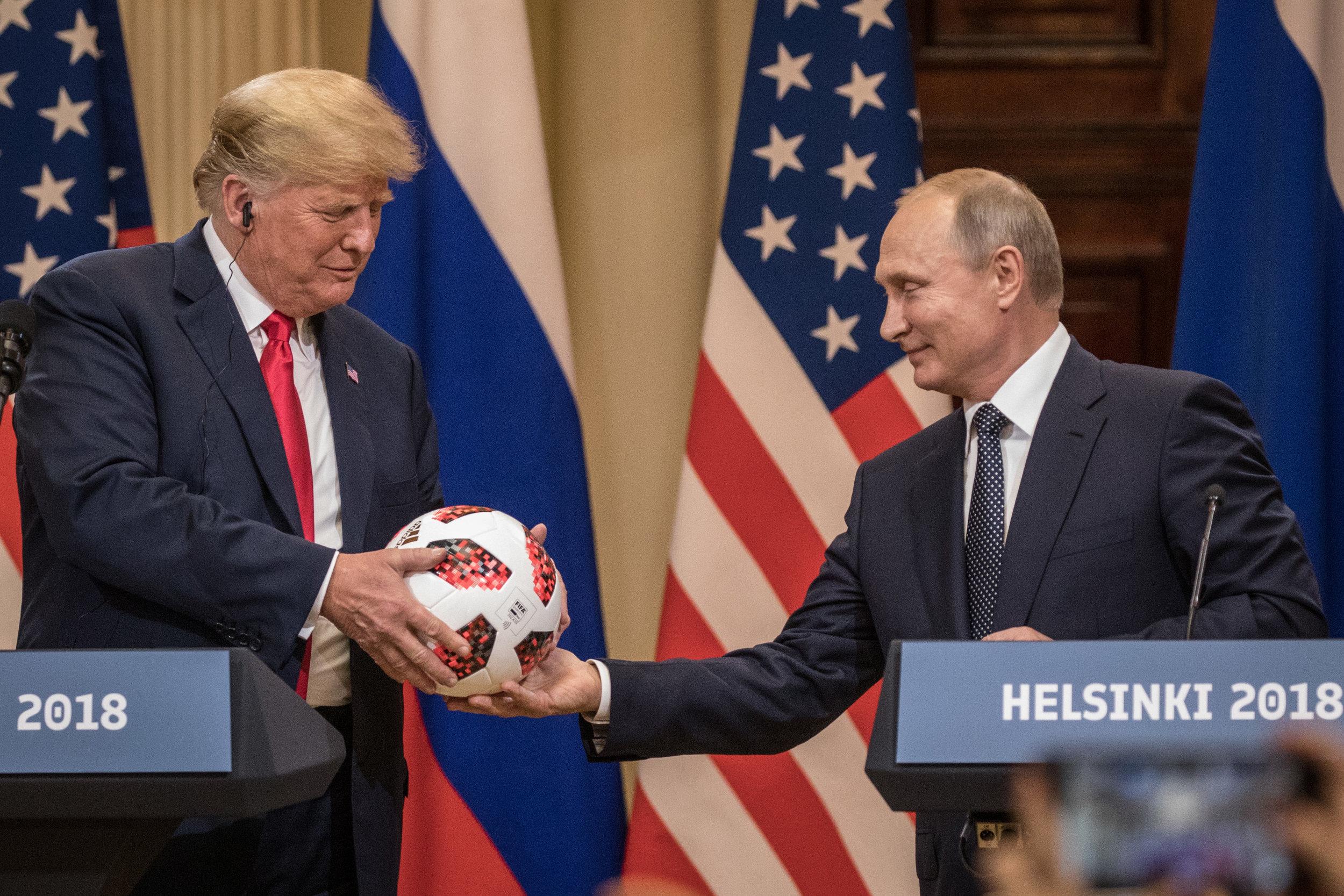 Den er jo rund... Topmøde i Helsinki mellem Donald Trump og Vladimir Putin i den forløbne uge. Foto: Getty Images