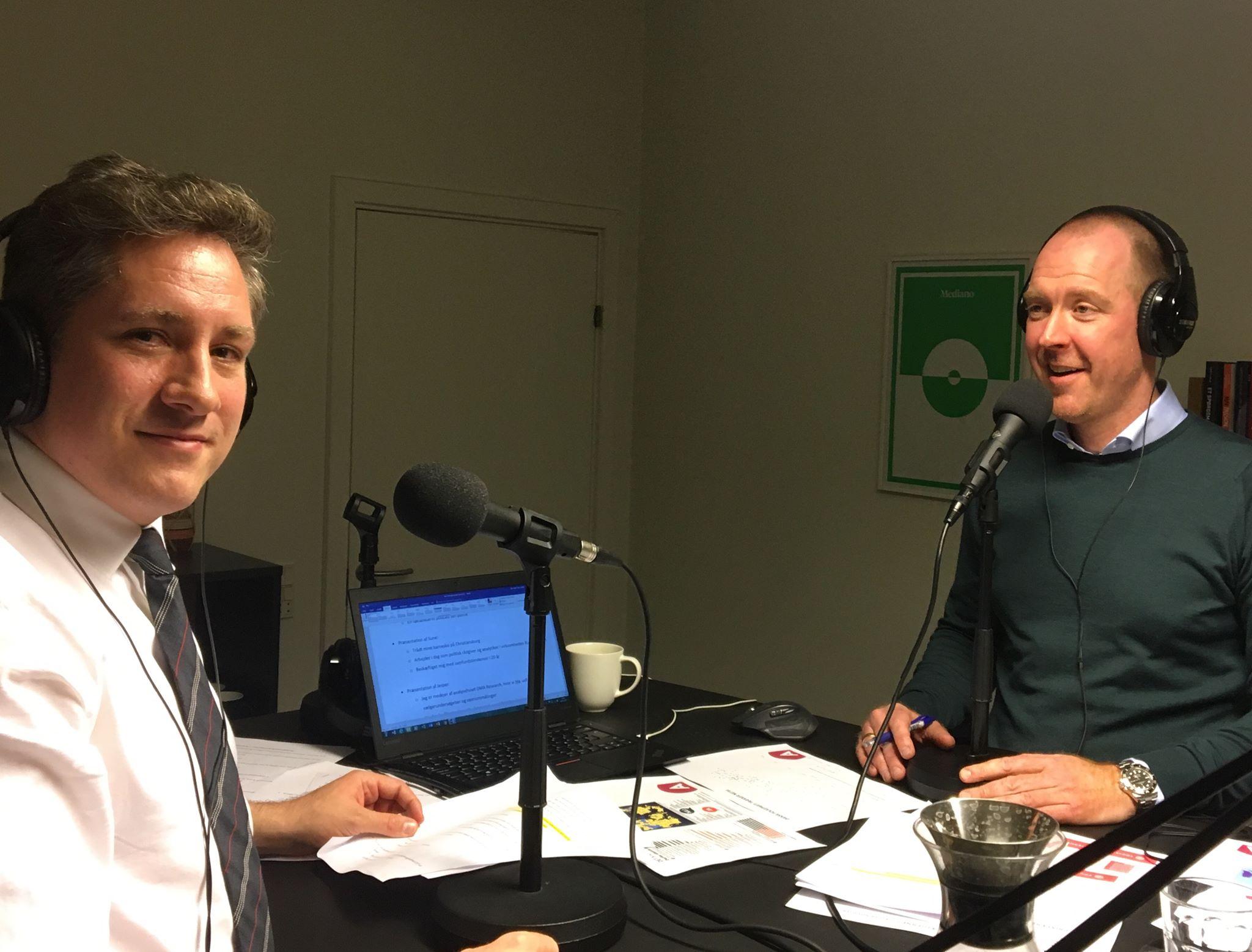 Sune Steffen Hansen (tv) og Jesper Claus Larsen på arbejde i Mediano-studiet.