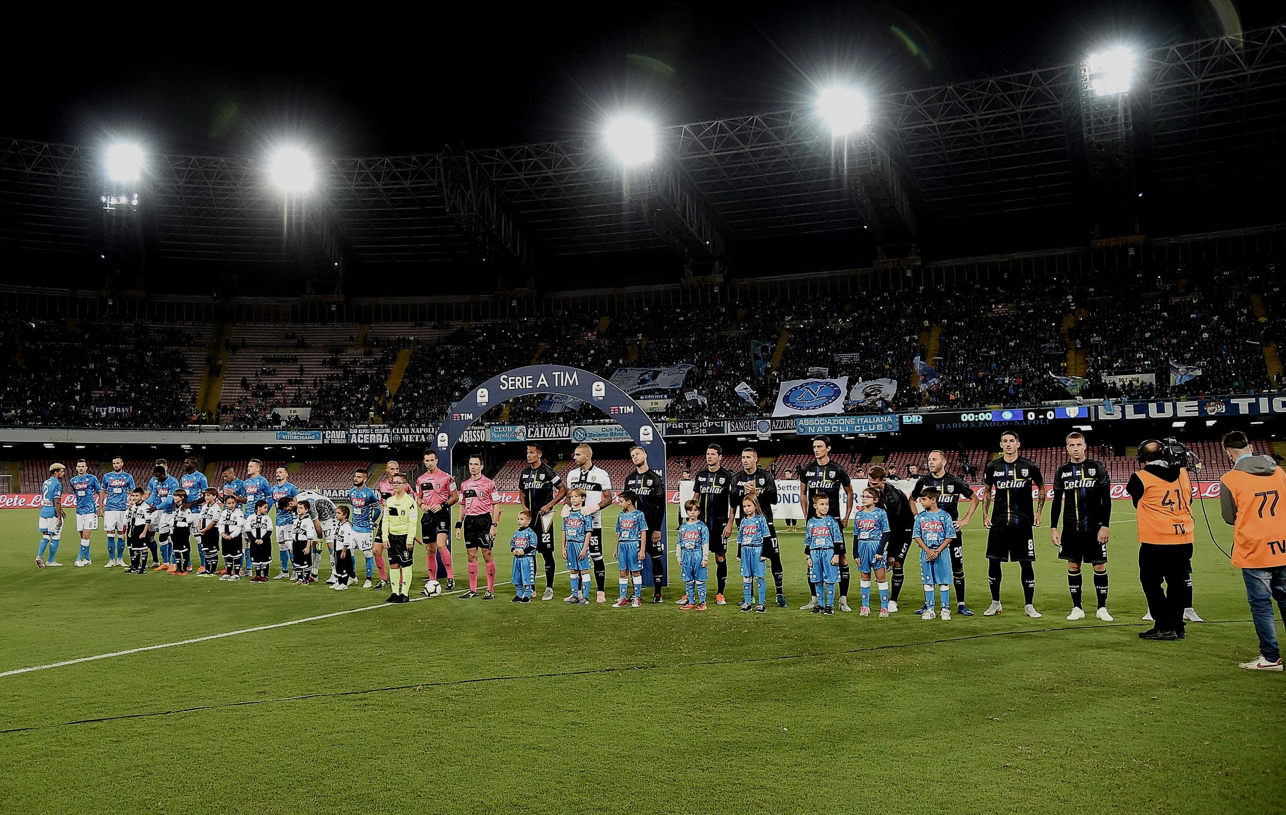 Napoli: Napoli-præsident Aurelio de Laurentiis har i årevis talt om at komme væk fra det nedslidte Stadio San Paolo, som han på et tidspunkt decideret sammenlignede med et lokum. Klubben har dog endnu ingen tegninger klar med det nye stadion, og har ligesom Roma kæmpet en årelang kamp med det lokale bystyre om komme ud af lejeaftalen med det nuværende stadion. Napoli-præsidenten har derfor åbent meldt ud, at klubbens nye stadion derfor ikke nødvendigvis kommer til at ligge inden for Napolis kommunegrænse, for dermed at få mere fart i projektet. Enten bygger De Laurentiis og Napoli et helt nyt stadion, eller også skal det nuværende Stadio San Paolo gennemrenoveres. Tidshorisonten er endnu uvist. Foto: Francesco Pecoraro/Getty Images