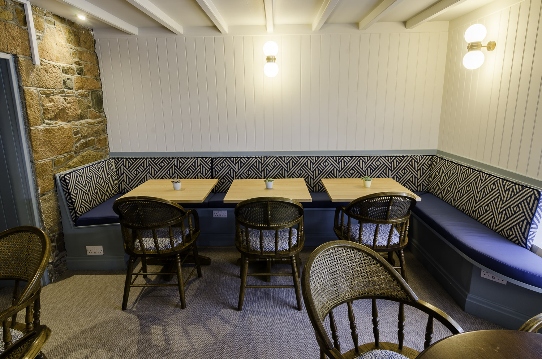 beach_hotel-table_banquette-1500pw-500kb.jpg