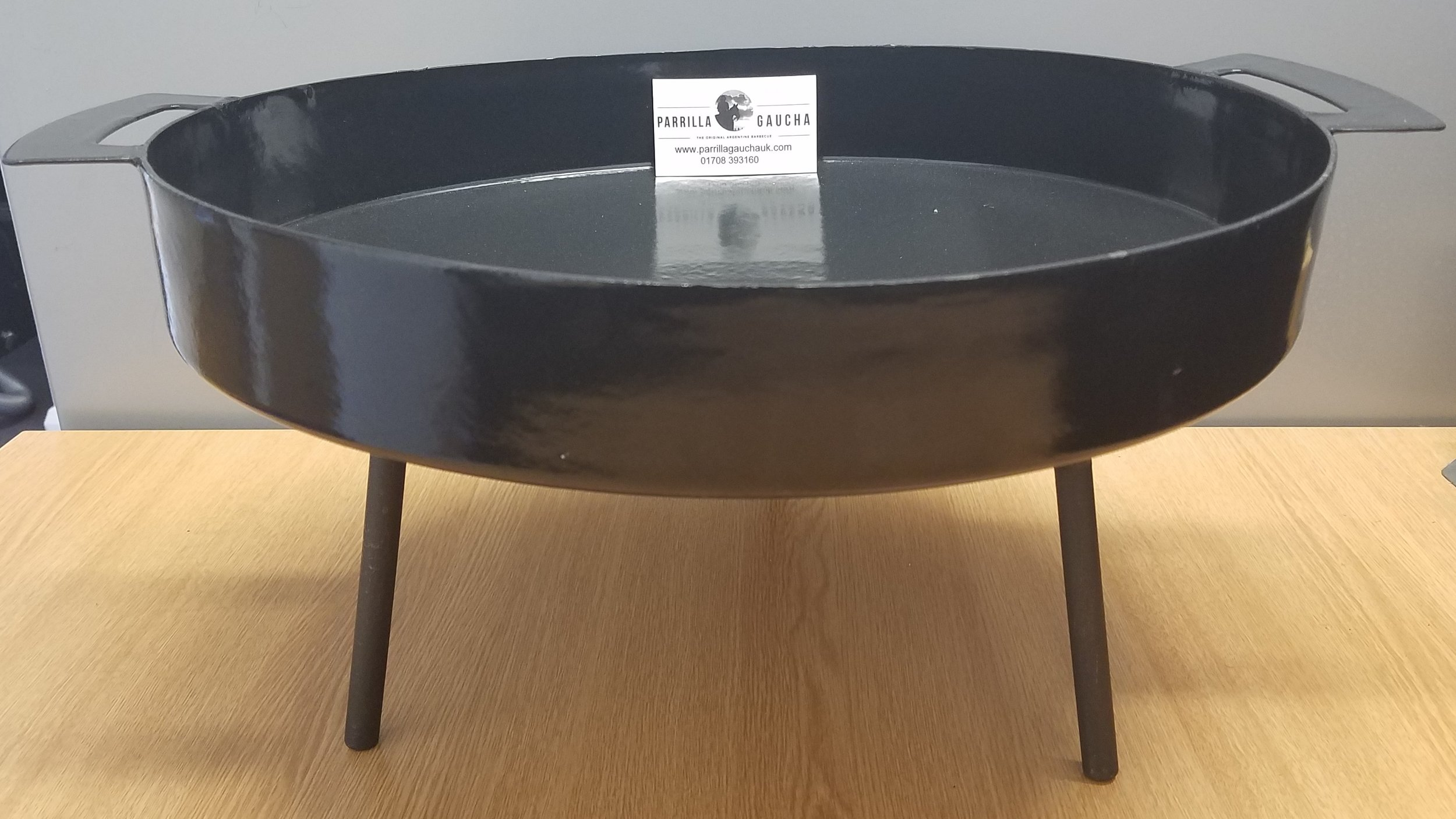 Disco Tromen £155.00 - DescriptionHigh: 22,5 cmDiameter 42 cmMaterial: enamelled iron coated 0,16 cm thickThis enamelled coated disco is ideal to use over coals, open fire, on a grill, and even inside on their stove top. The cooking experience is hands-on and involves moving food from the hot center to the cooler edges. When cooking for the 1st time, we recommend you lightly coat the entire cooking surface with vegetable oil, use a medium heat, and just start cooking!