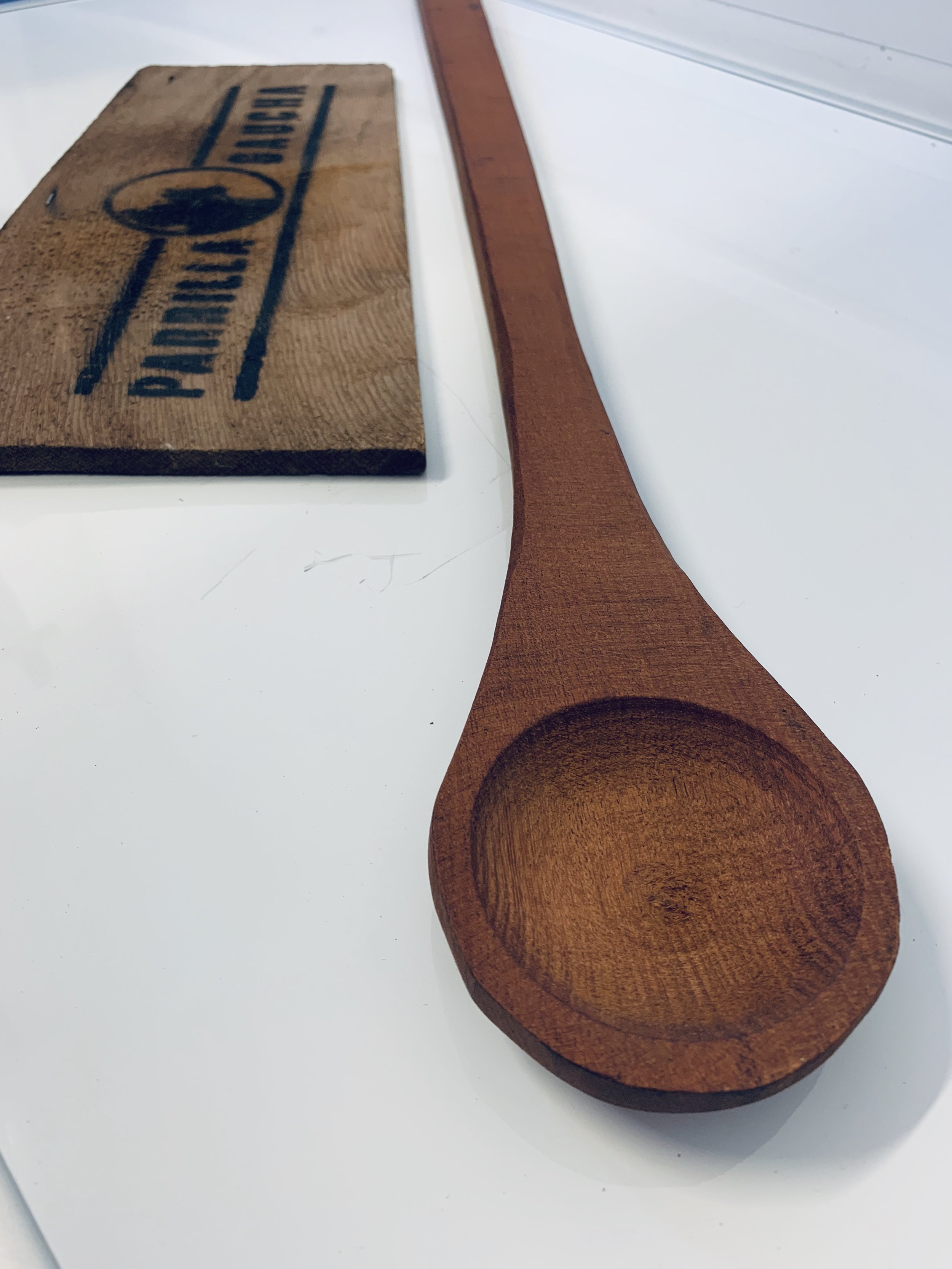 Long Handle Wooden spoon£19.95 - Protect your cookware with this superb wooden spoon. Can be used safely with non-stick pots, plow discs, pans and trays without damaging the surface, helping you keep your equipment in superb condition. Incredibly versatile, the spoon can be used for everything from grilling, baking to frying, making it an essential tool for any domestic or commercial kitchen. Robust, durable and reliable, the spoon is designed to withstand the rigours of any busy kitchen, guaranteeing excellent results every time.Dimention: 80cm long