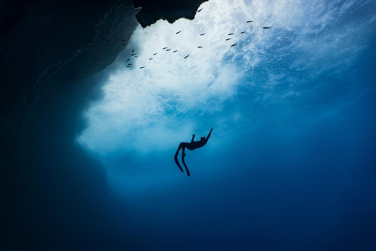 Freediver-ascending-in-Gozo