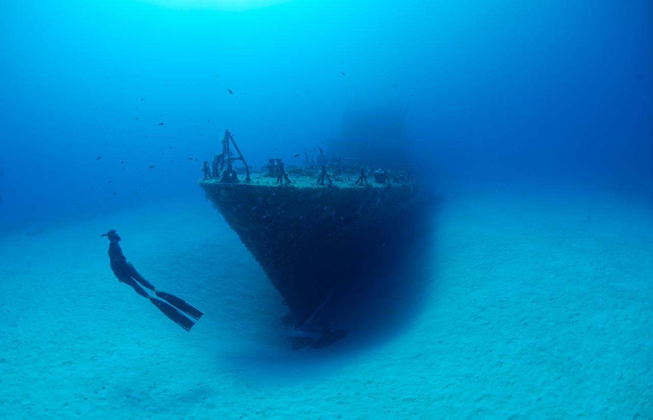 Wreck-freediving