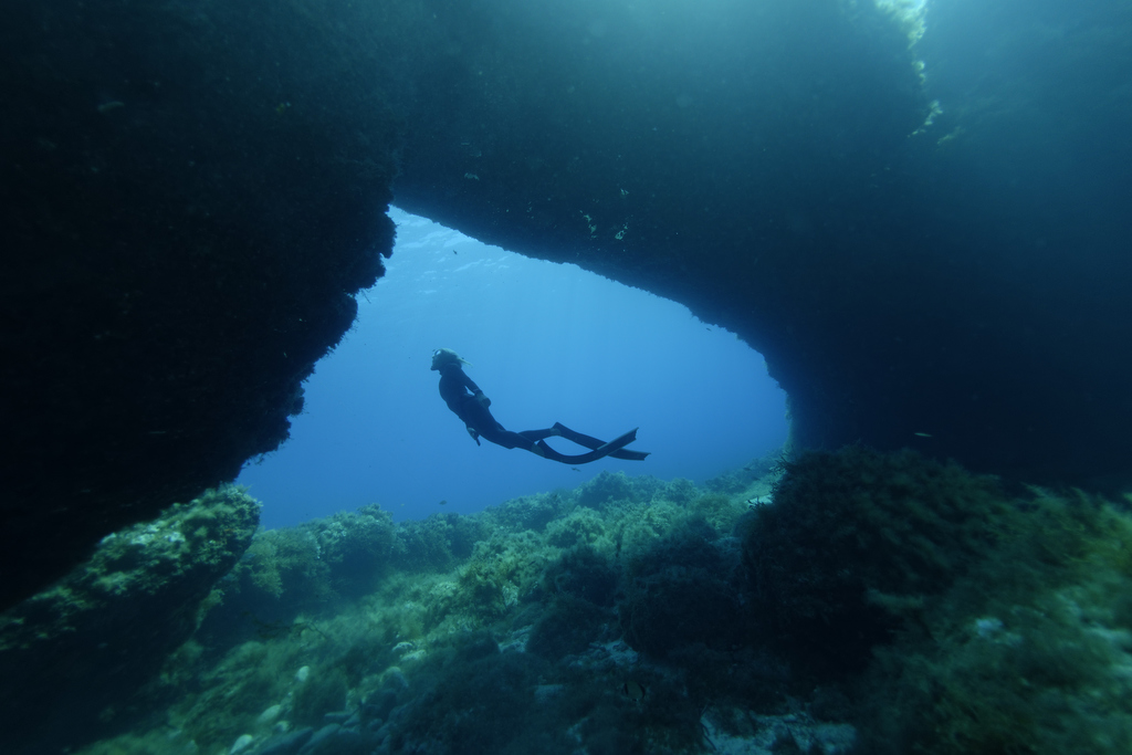 Freediving-comino-caves