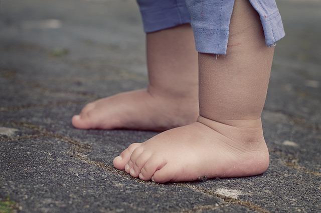 feet_Baby_Barefoot_Small_Child_619399_S_.jpg