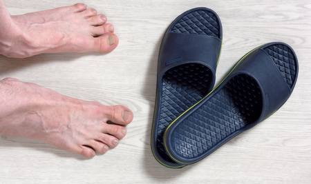 89490645_S_flip_flop_man_feet_floor.jpg
