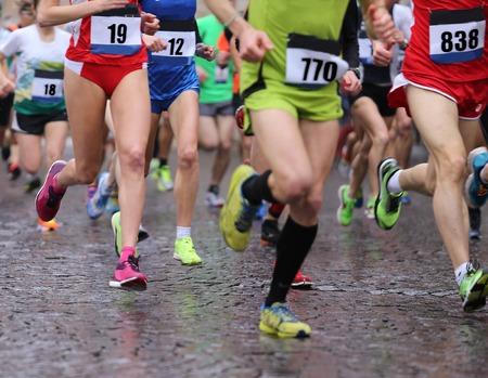 37952608_S_marathon_runners_sneakers_feet_legs_.jpg