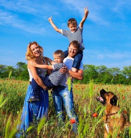 26527184_S_Family_Dog_Children_Outdoors.jpg