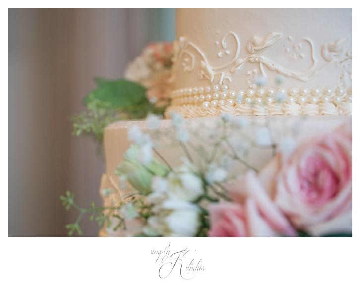 Wedding Cake with Pearls.jpg