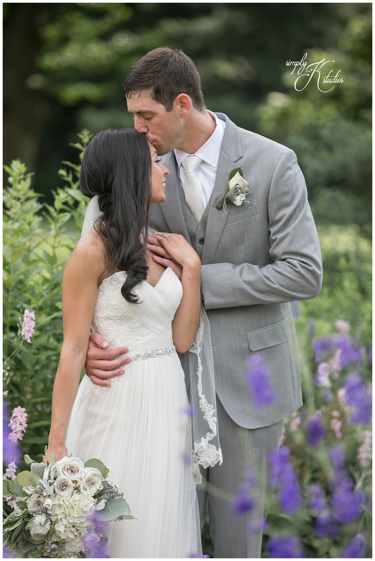Bride and Groom Photos in Wethersfield CT.jpg