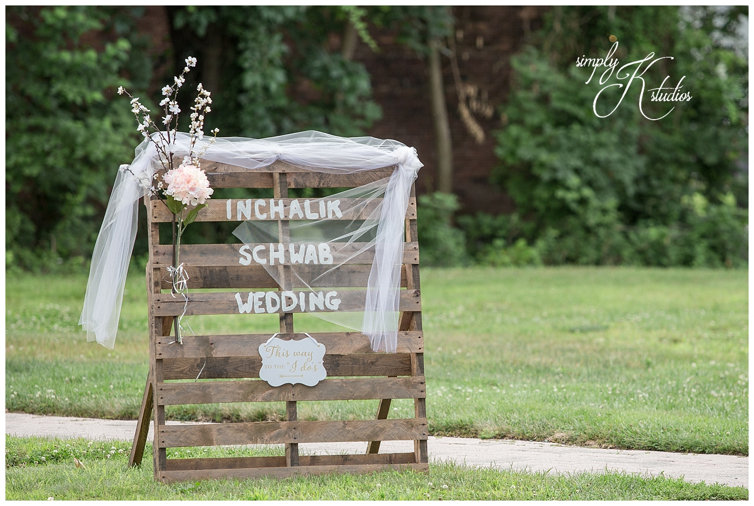 DIY Wedding Ideas for Signs.jpg