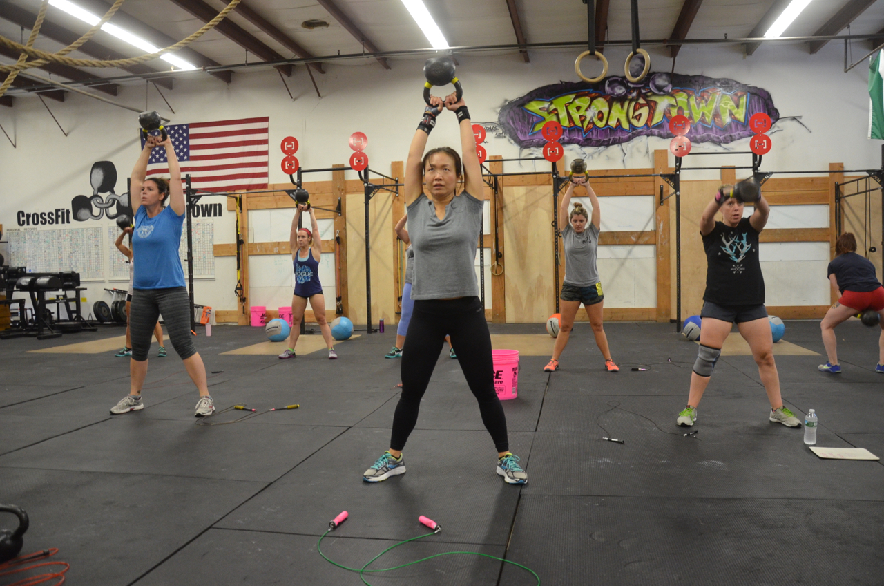 Angel and the 4pm class during their kettlebell swings.