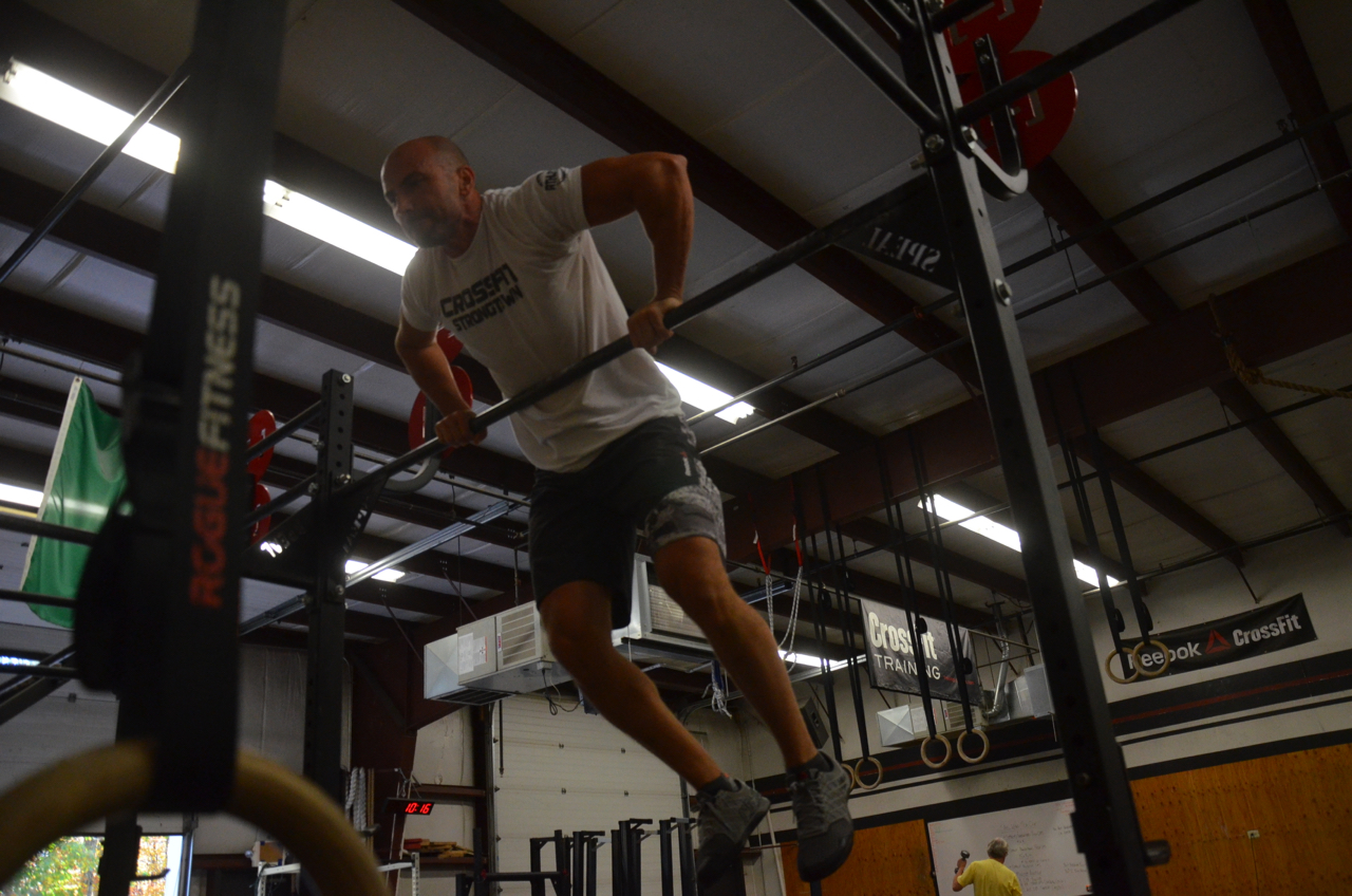 Shady looking strong on his bar muscle-ups!