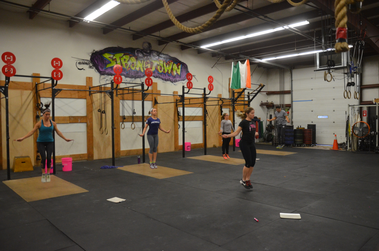 The 4:00pm class starting their 5 minutes of double-unders.