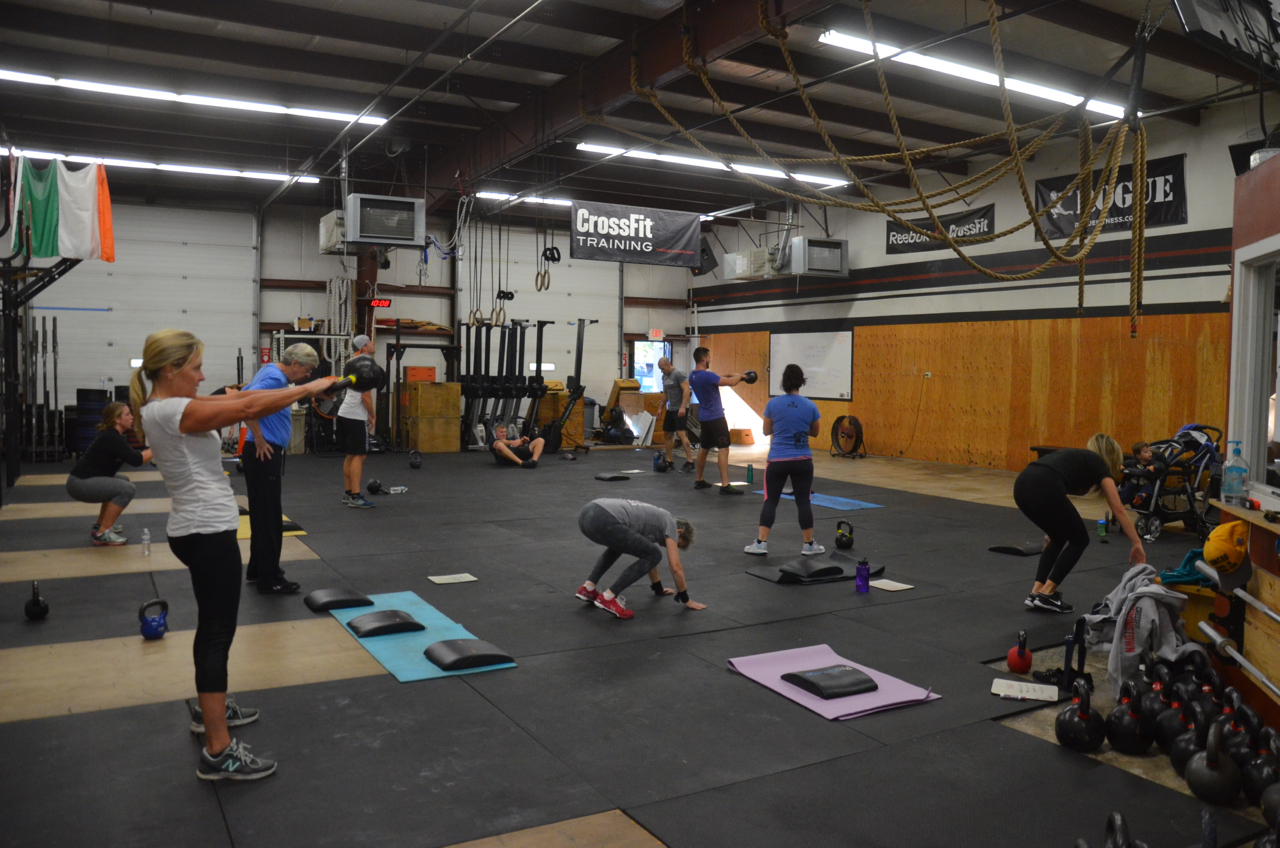 Kristie and the 9:30 class starting their 4 (or 5) rounds.