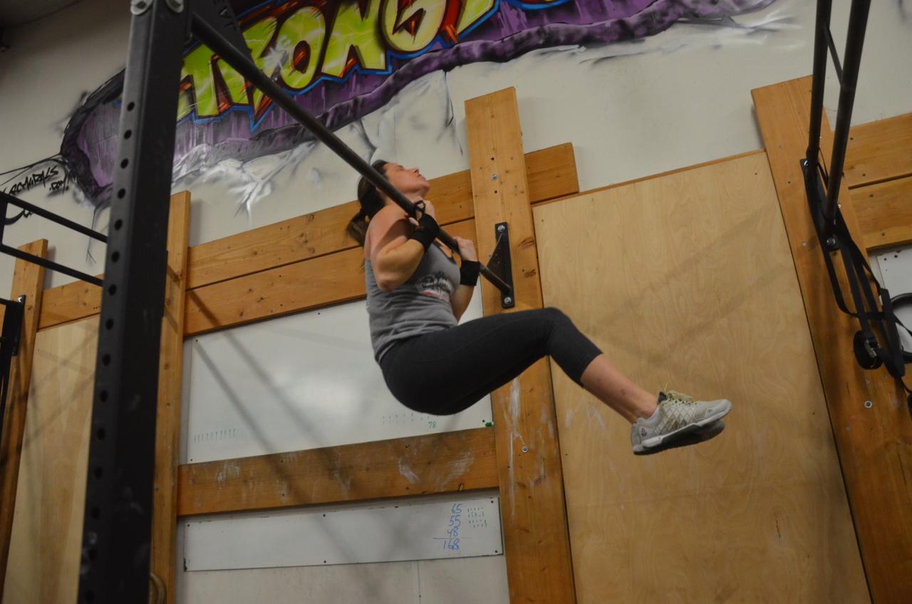 Jen fighting through her pull-ups.