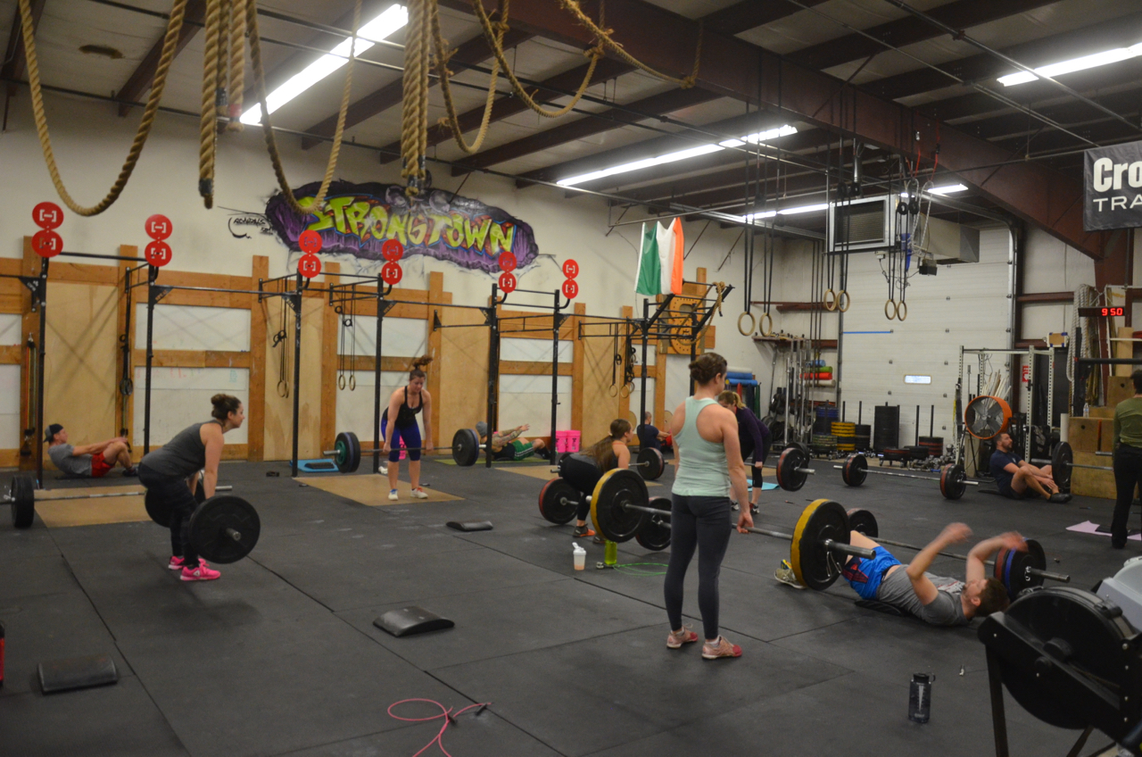 The 9:30 class working through their 5 rounds.