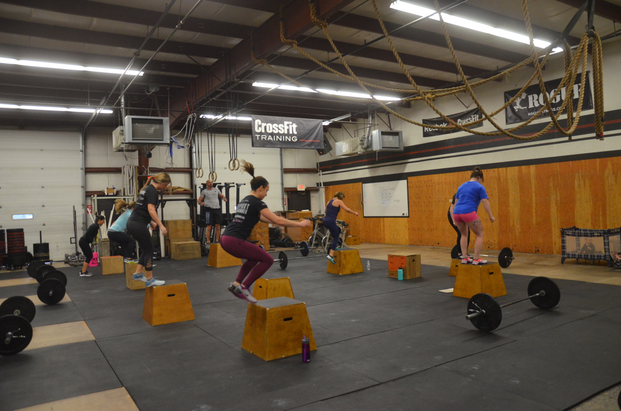 Kelly and the 4pm during their box jumps.