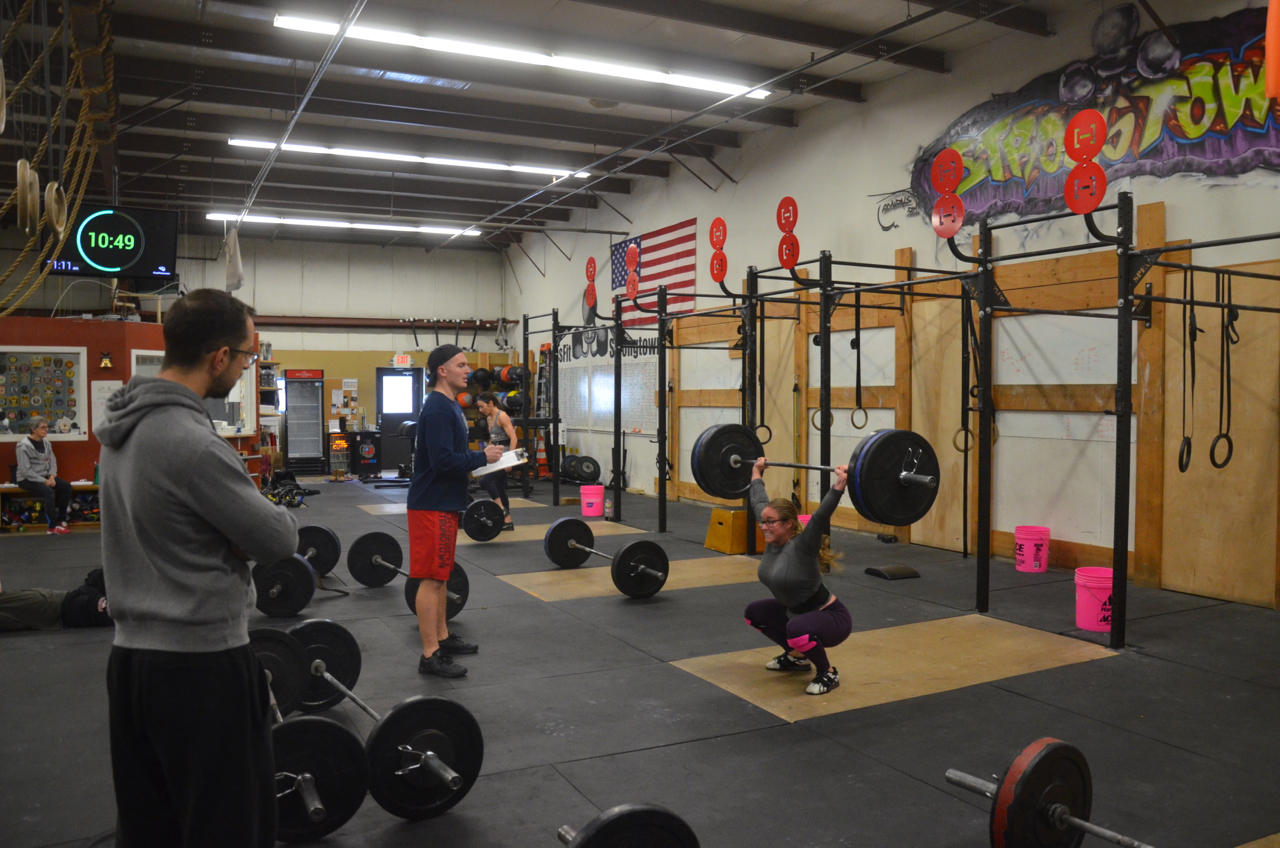 Jordan chipping her way through the 135# snatches.