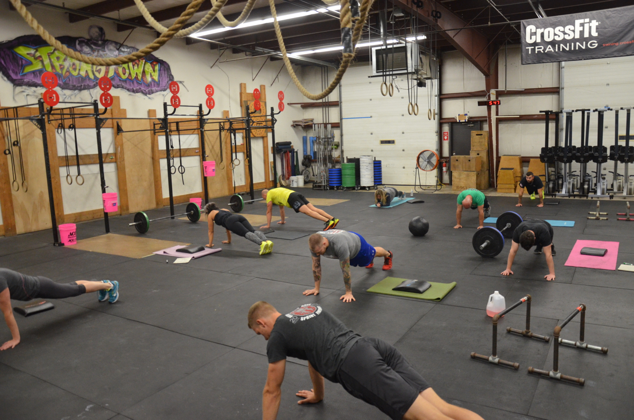 The 5pm class during the metcon of sit-ups and plank holds.