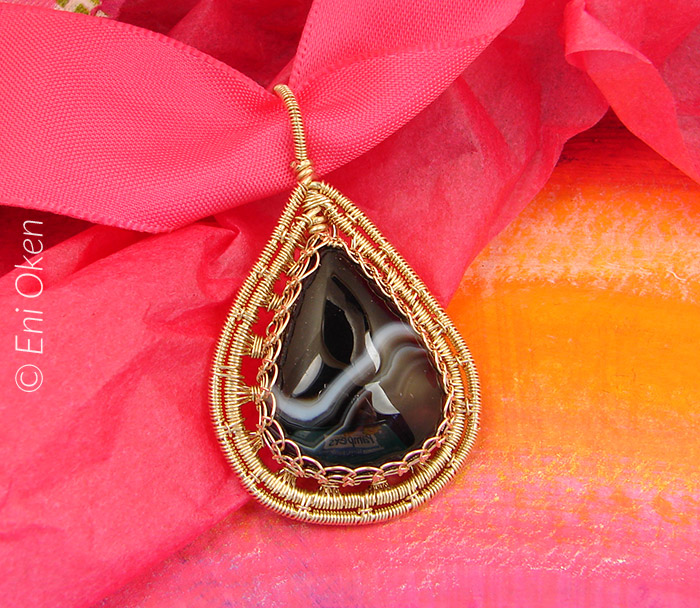 Learn how to make wire wrapped jewelry • enioken.com
