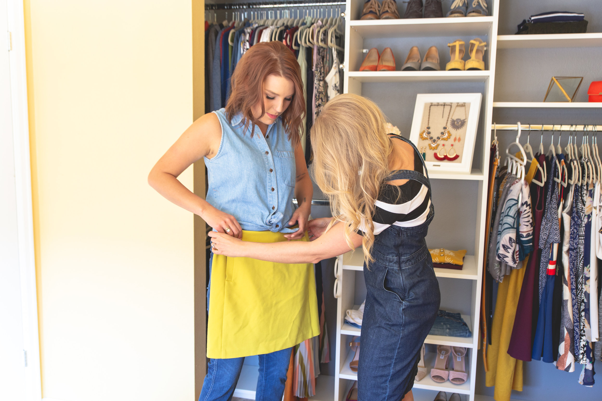 Here I am showing a client how to style a denim shirt, one of the 5 most versatile pieces included in my outfit guide!
