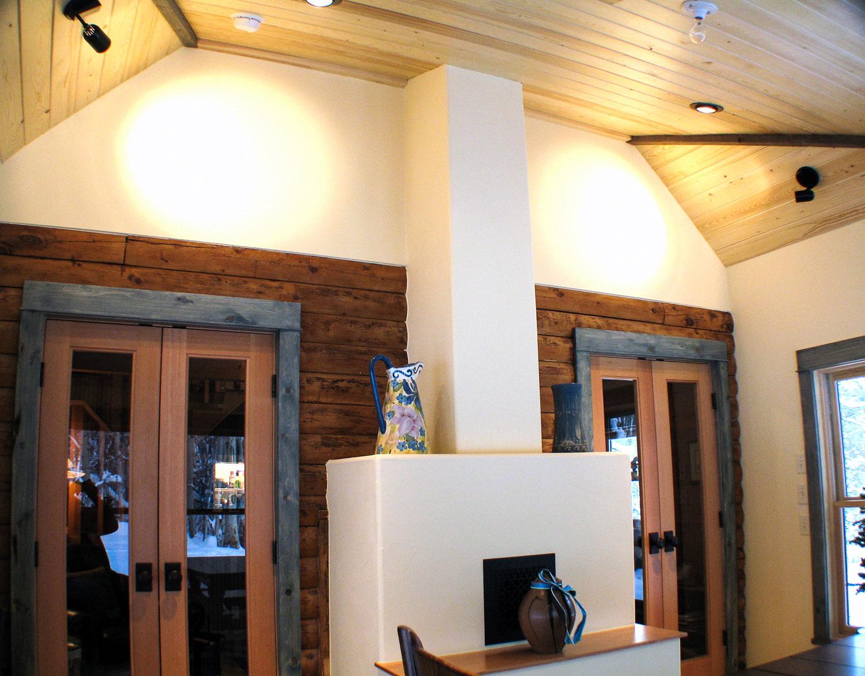 cox_dining_fireplace.jpg