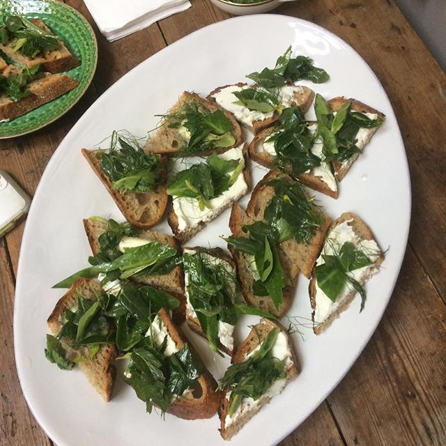 Lunch to accompany and incorporate Jo Homan's amazing Edible Landscapes workshop today - she had so many lovely ingredients from Finsbury Park like sorrel, hogweed and sweet cicely and lots of others I had never heard of #ediblelandscapes #foraging #seasonalcooking