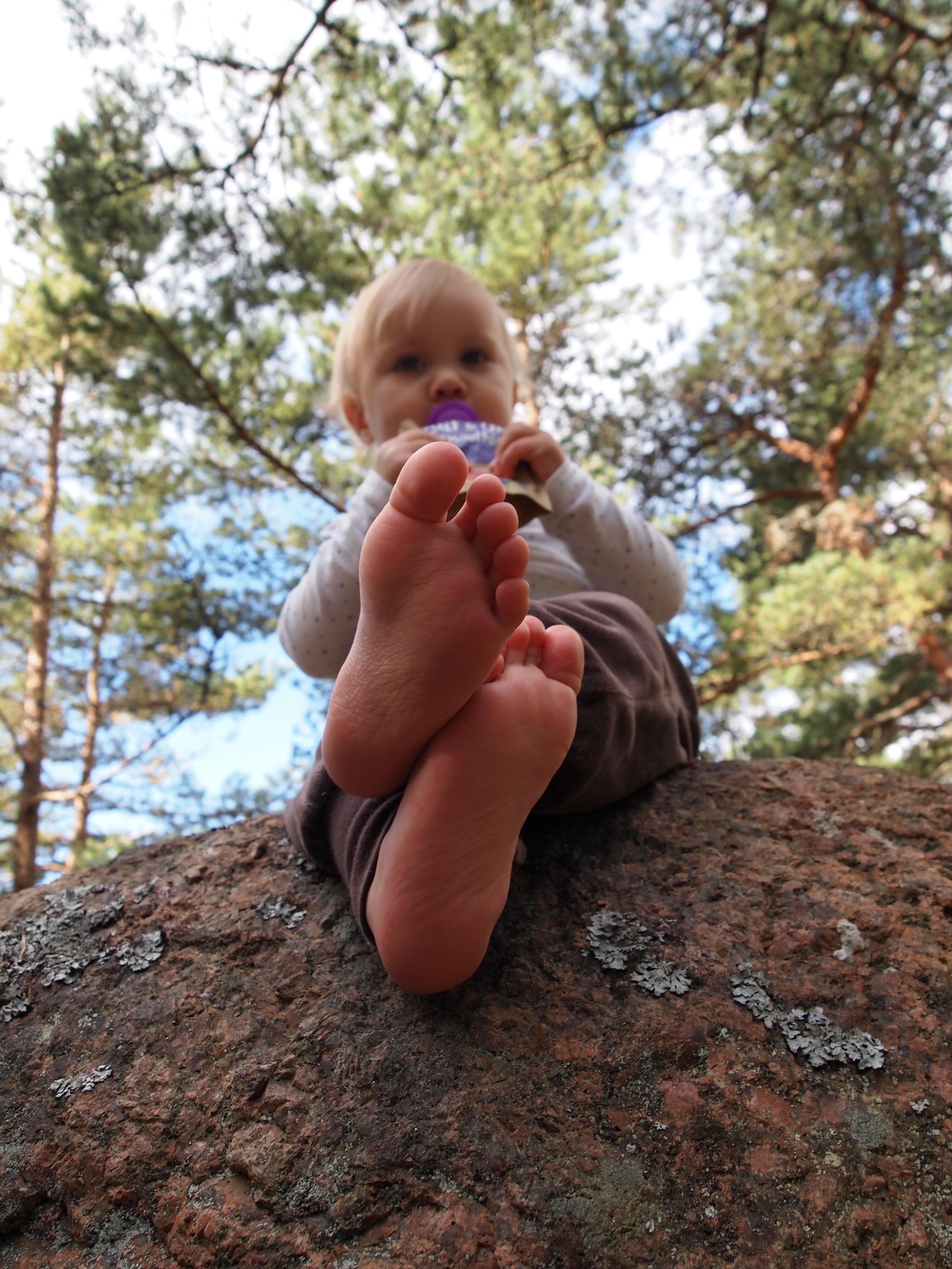 Äidin ei tarvitse nyt jännittää kuin sitä, että pysytkö sinä siellä kalliolla vai kieritkö alas..