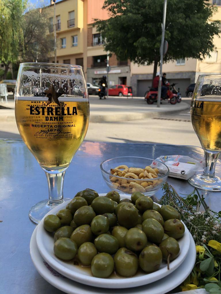 Bar and tapas Barcelona.jpg