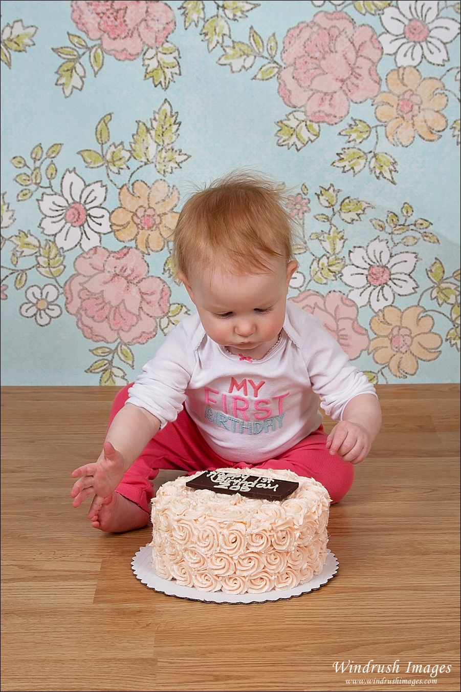 Cake smash photography session in Calgary