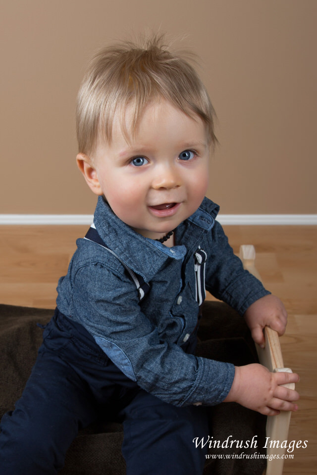 Baby-boy-photographed-in-Calgary-studio-with-big-blue-eyes