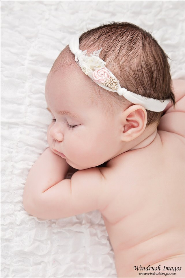 Calgary-newborn-photography-close-up-of-baby-girl-wearing-white-and-pink-headband.jpg