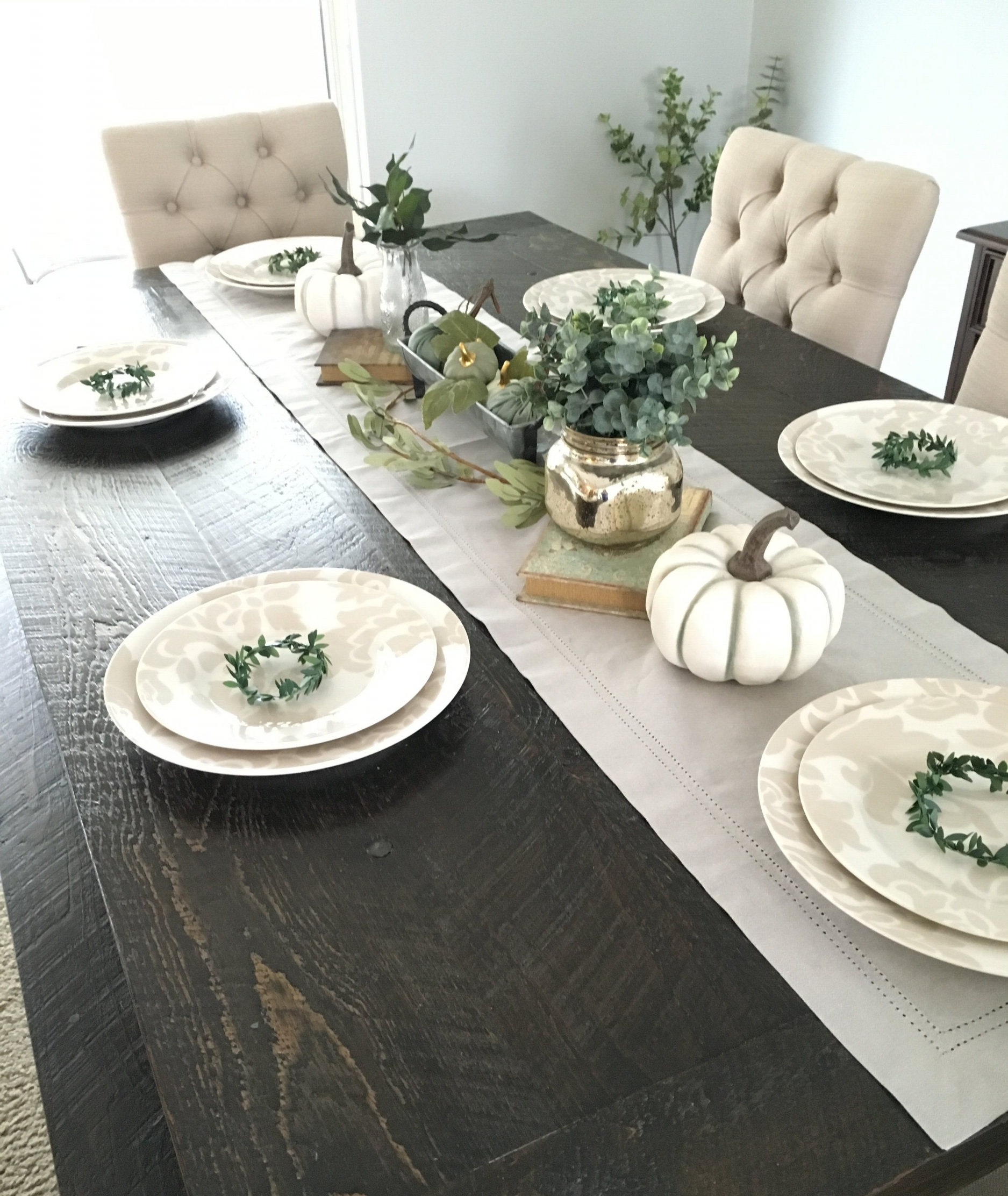 An Easy DIY Thanksgiving Tablescape
