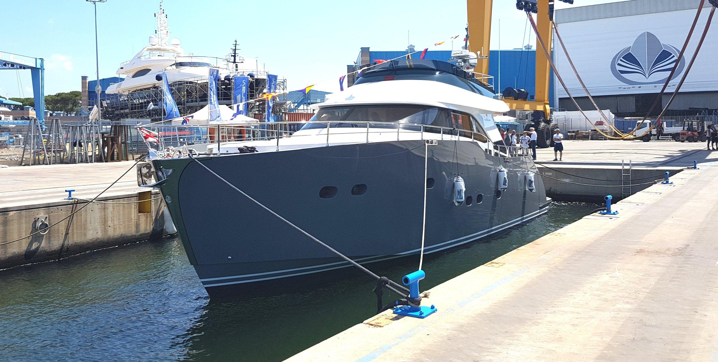Foto prua-Istante 1 yacht-general arrangement-profile-sketch architect-carignani-design-concept-luxury-boat-motor.jpg